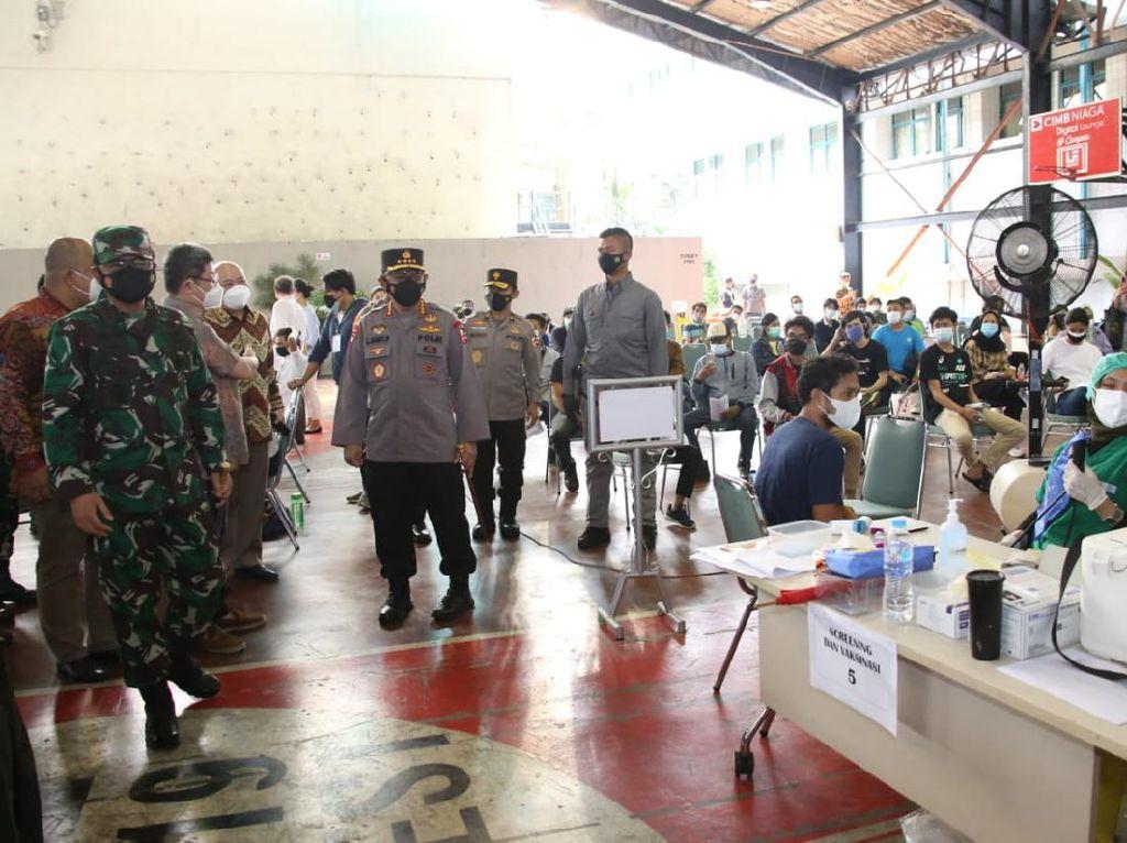 Panglima TNI dan Kapolri Pantau Vaksinasi di Pesantren Jaktim