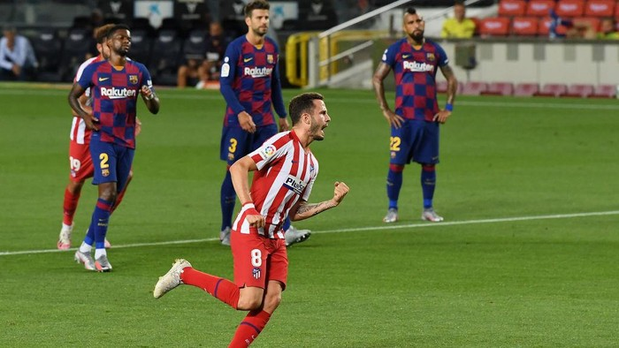 BARCELONA, SPAIN - JUNE 30: Saul Niguez of Atletico Madrid celebrates after scoring his teams first goal by penalty during the Liga match between FC Barcelona and Club Atletico de Madrid at Camp Nou on June 30, 2020 in Barcelona, Spain. (Photo by David Ramos/Getty Images)