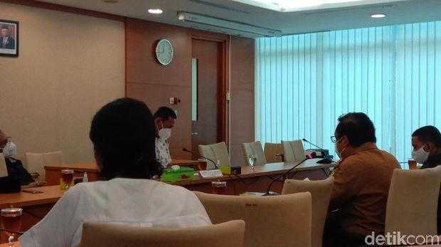 Suasana Guru Honorer Diterima Komisi E di Gedung DPRD Sumut (Ahmad Arfah/detikcom)
