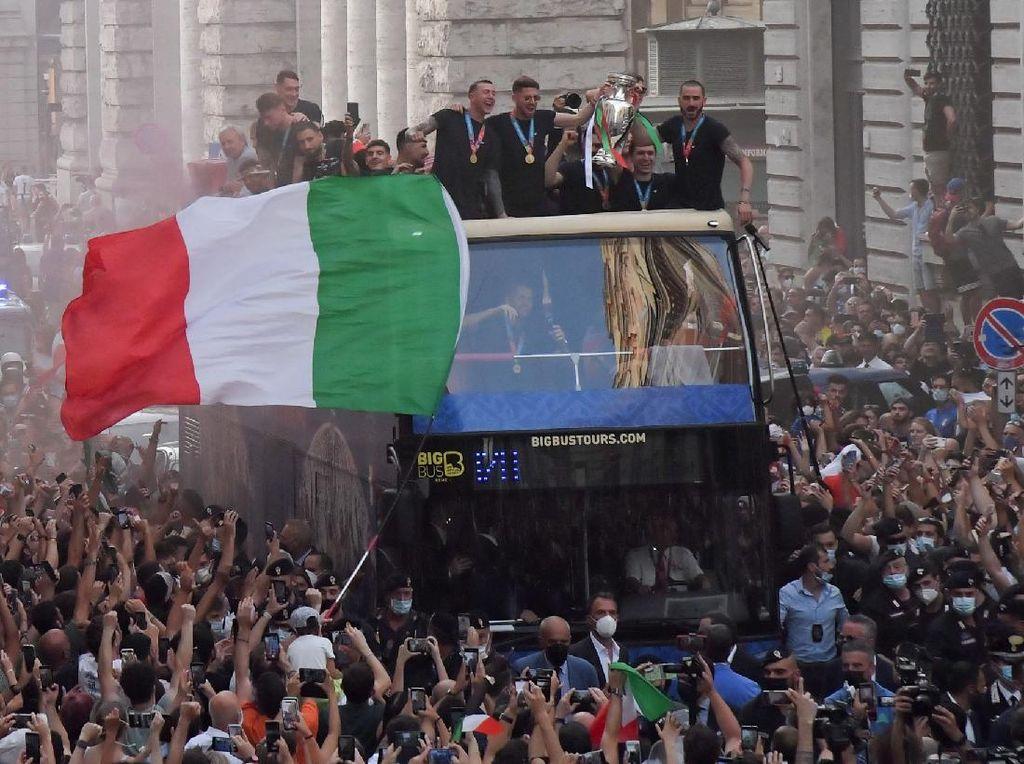 Italia Lakukan Parade Keliling Roma Usai Juara Euro 2020