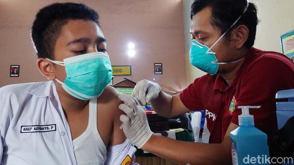 2 Ribu Pelajar di Bandung Disuntik Vaksin COVID-19