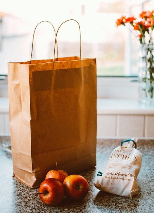 Kamu juga bisa mengirimkan makanan ke temanmu yang berduka akibat Covid-19