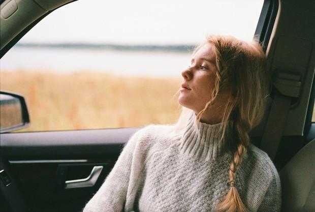 Selain itu, kamu juga bisa mempertimbangkan berbagai kegiatan yang bisa membantu melepaskan lelah dan meningkatkanmood dengan berinteraksi secara online dengan banyak orang.
