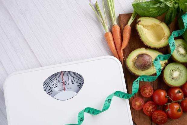 untuk menurunkan berat badan dengan cepat, bisa dilakukan dengan diet dan dibarengi dengan olahraga