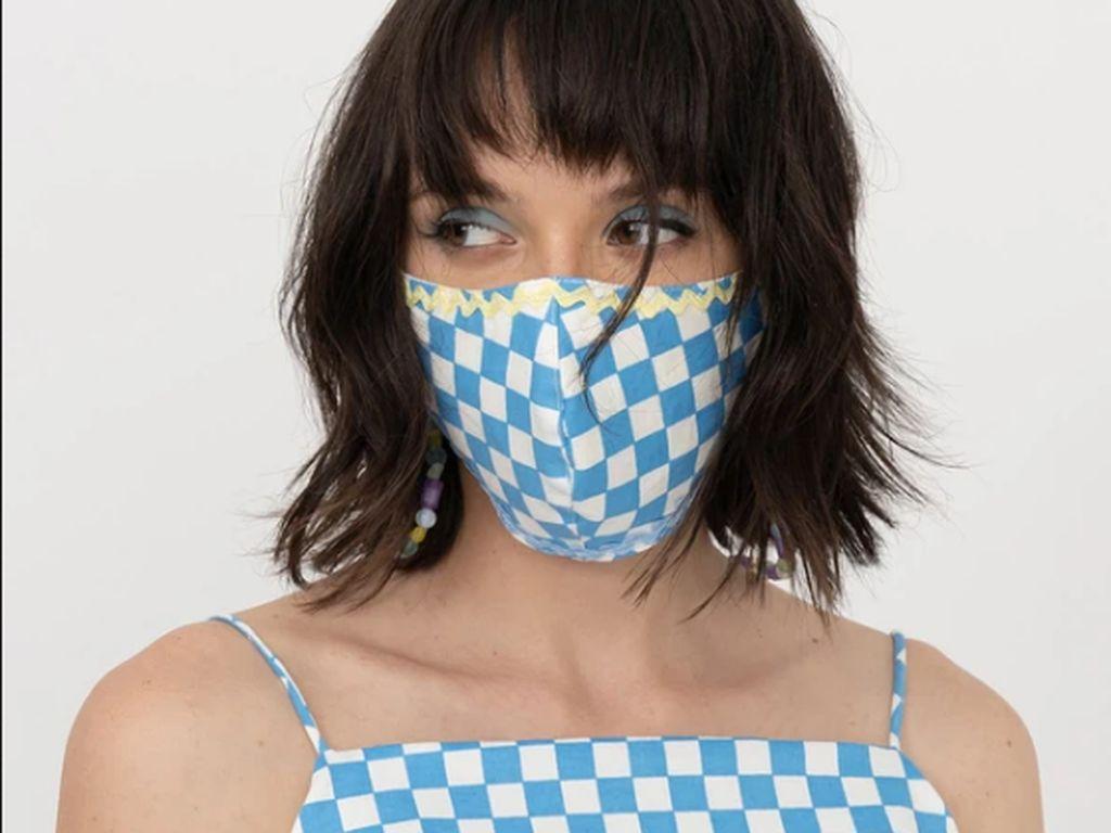 8 Pilihan Masker Kain yang Stylish untuk Dipakai Double Masking