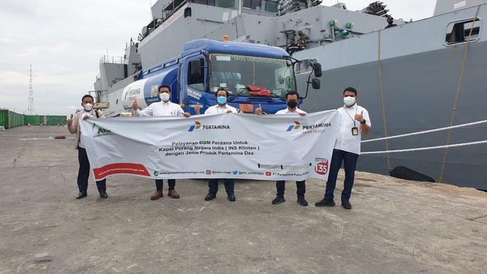 PT Pertamina (Persero) melaksanakan pelayanan Bahan Bakar Minyak (BBM) perdana untuk kapal perang Angkatan Laut India, INS Kiltan (P30) dengan jenis produk Pertamina Dex sebesar 154 Kilo Liter (KL) di Pelabuhan Belawan, Medan, Sumatera Utara.