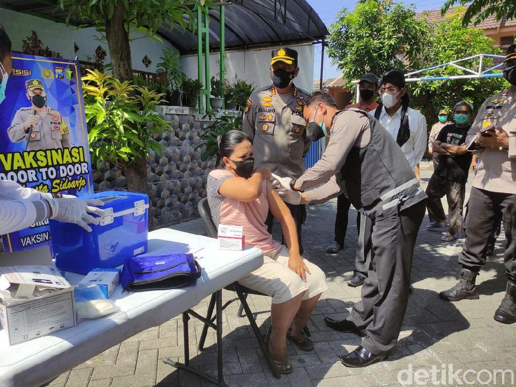Kejar Target 1.000 per Hari, Polisi di Sidoarjo Vaksinasi Door to Door