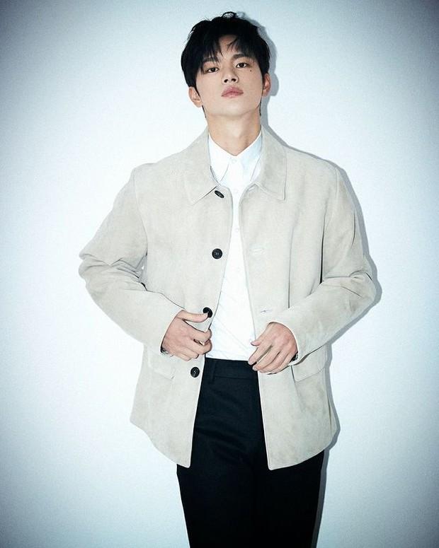 Seo In Guk dibebaskan dari wajib militernya (foto: instagram.com/seo_cccc)