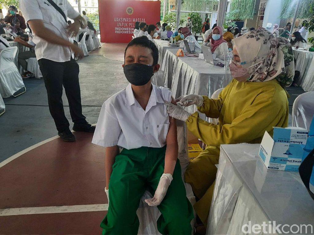 Tingkah Lucu dan Harapan Besar Siswa di Surabaya Jalani Vaksinasi COVID-19