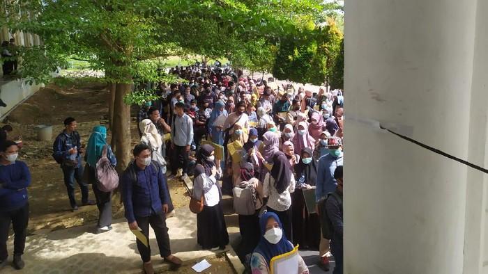 Antrean Pendaftaran CPNS di Pidie Jaya Aceh Mengular dan Berkerumun (Foto: Istimewa)