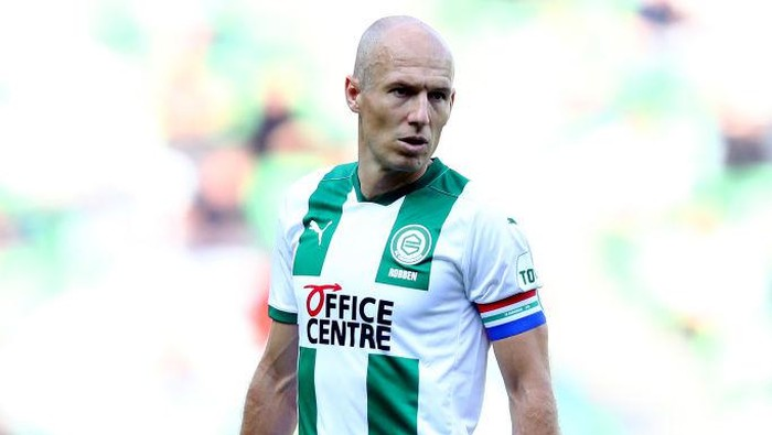 GRONINGEN, NETHERLANDS - SEPTEMBER 13:  Arjen Robben of Football Club Groningen in action during the Dutch Eredivisie match between FC Groningen and PSV Eindhoven at Hitachi Capital Mobility Stadion on September 13, 2020 in Groningen, Netherlands. (Photo by Dean Mouhtaropoulos/Getty Images)