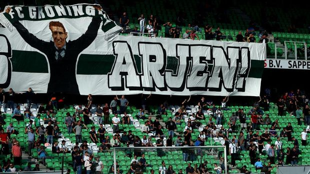 GRONINGEN, NETHERLANDS - SEPTEMBER 13:  Captain, Arjen Robben of Football Club Groningen has a sign hung in the stadium from the fans saying Welcome Home Arjen ( Welkom Thuis Arjen ) prior to the Dutch Eredivisie match between FC Groningen and PSV Eindhoven at Hitachi Capital Mobility Stadion on September 13, 2020 in Groningen, Netherlands. (Photo by Dean Mouhtaropoulos/Getty Images)