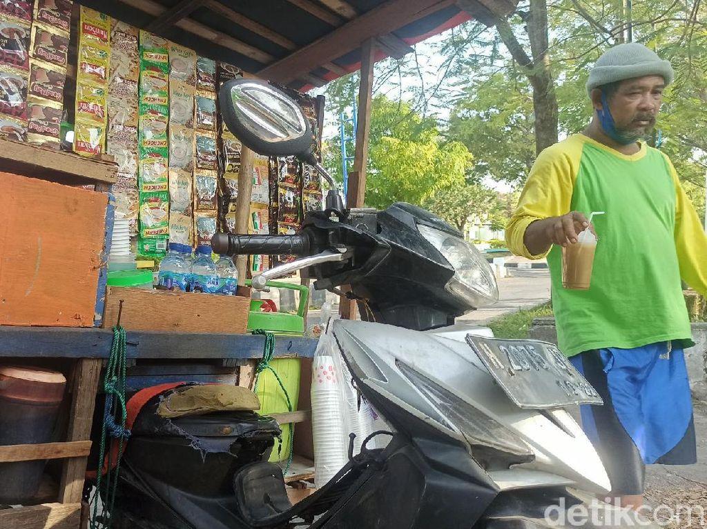 Cerita Penjual Kopi Keliling Kejar-Kejaran dengan Satpol PP Selama PPKM Darurat