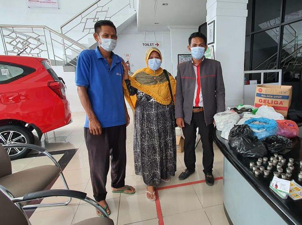Kisah Emak Pedagang Pasar Beli Toyota Rush: Pakai Uang Receh, Nabungnya di Karung