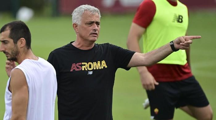Jose Mourinho mengadakan latihan pramusi bersama skuad AS Roma, Selasa 14 Juli 2021.