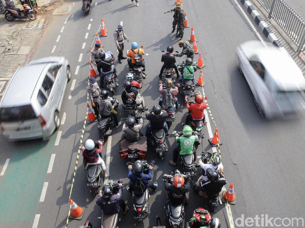 Polda Metro Jaya Sekat 100 Titik Jalan di Jakarta