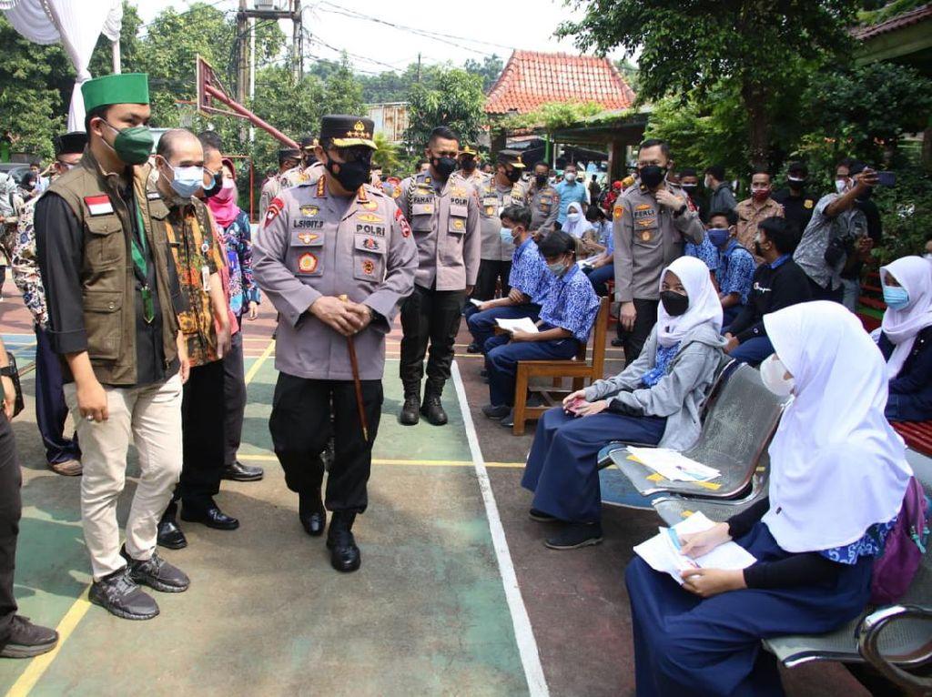 Panglima TNI-Kapolri Cek Vaksinasi di SMA 38 dan Unindra