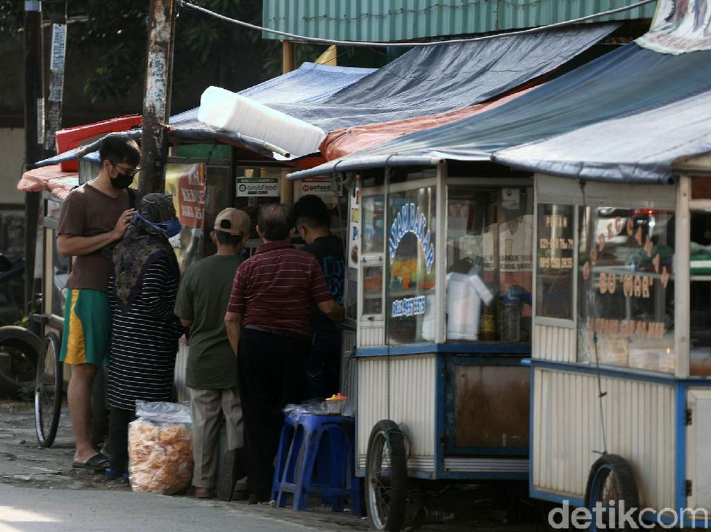 Perlawanan Pedagang ke Aparat Kala PPKM Darurat Dinilai karena Terpaksa
