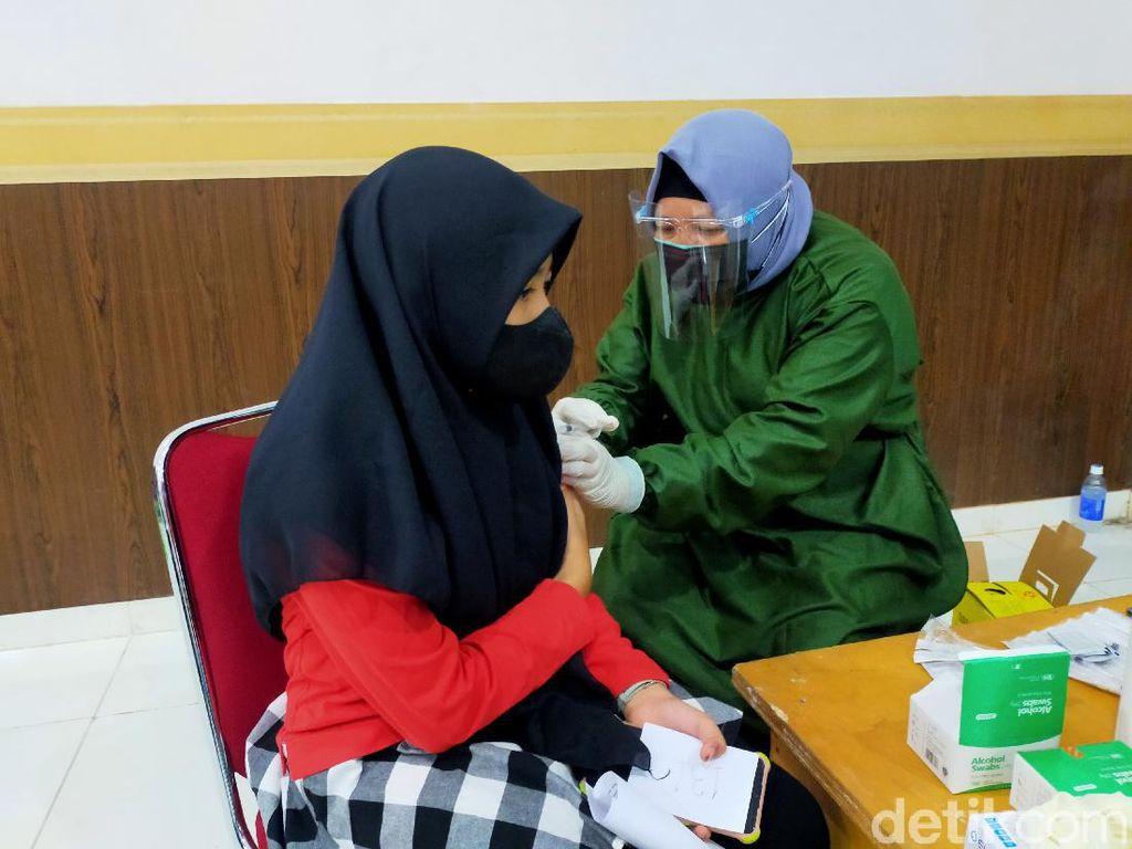 Vaksinasi COVID-19 di Banyuwangi, 100 Anak Disuntik Hari Ini