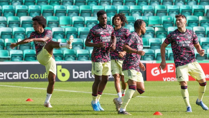 EDINBURGH, SCOTLAND - JULY 13: Willian of Arsenal pre match warm up  at Easter Road on July 13, 2021 in Edinburgh, Scotland. (Photo by Steve Welsh/Getty Images)