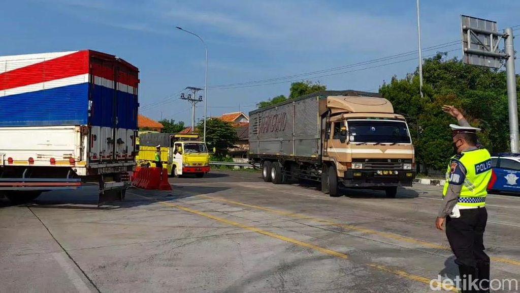 Akses ke Jateng Ditutup, Ratusan Kendaraan Diputar Balik