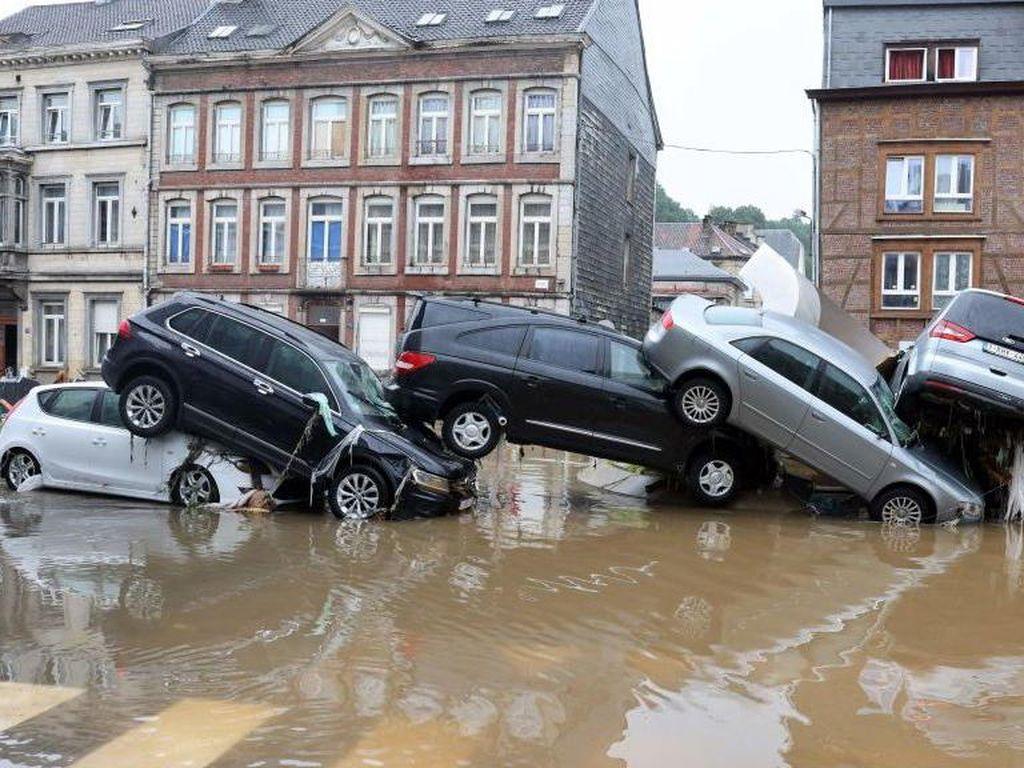 Parahnya Banjir di Jerman-Belgia: Jalan Terputus hingga Mobil Bertumpuk