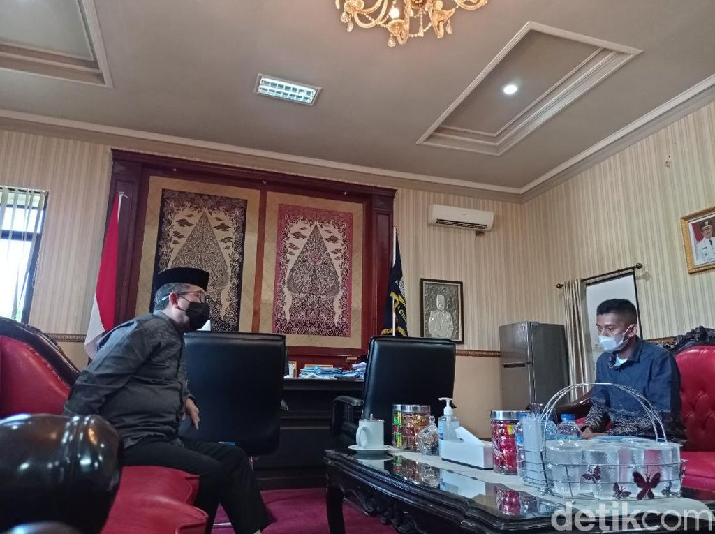 Bupati Cirebon Akan Renovasi Rumah Sudrajat, Kuli Proyek yang Dipecat Sekuriti