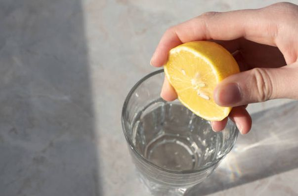 Lemon Water / foto: freeimages.com/Olhakozachenko