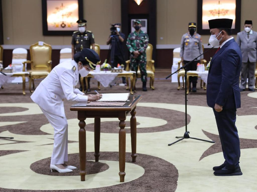 Gubernur Kalteng Lantik Bupati Pulang Pisau, Minta Sukseskan Vaksinasi