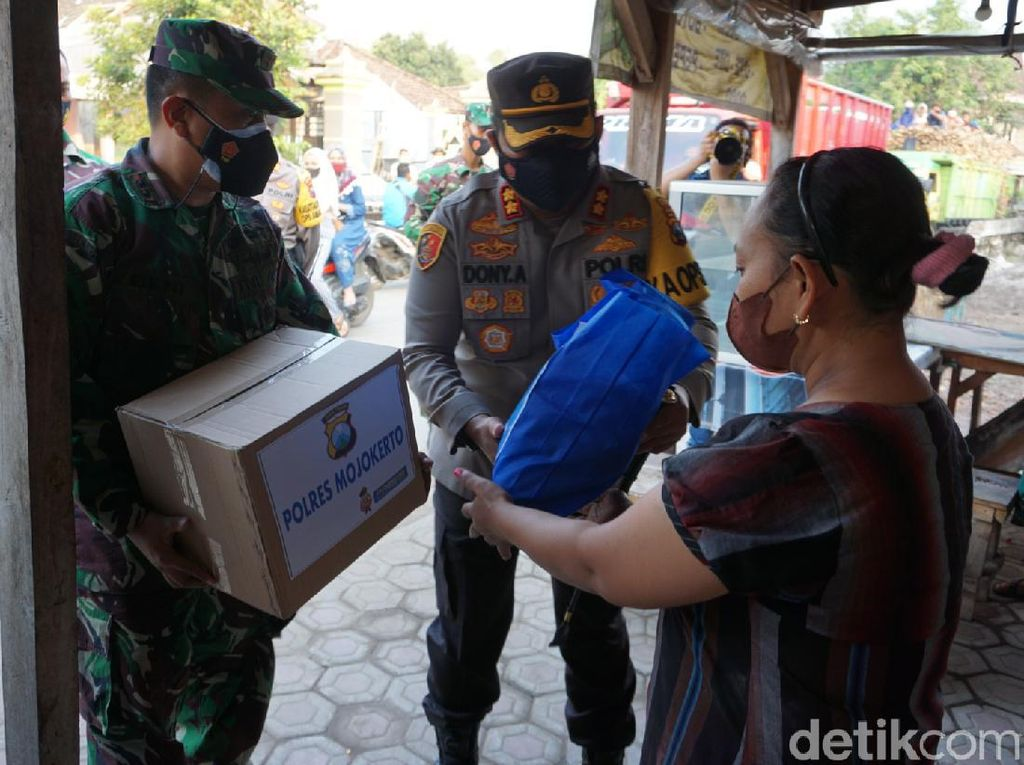 Pelaku UMKM di Mojokerto yang Terdampak PPKM Darurat Digelontor Bantuan