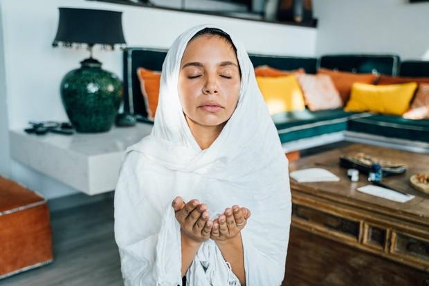 Praying / Foto : Pexels/AnnaTarazevich