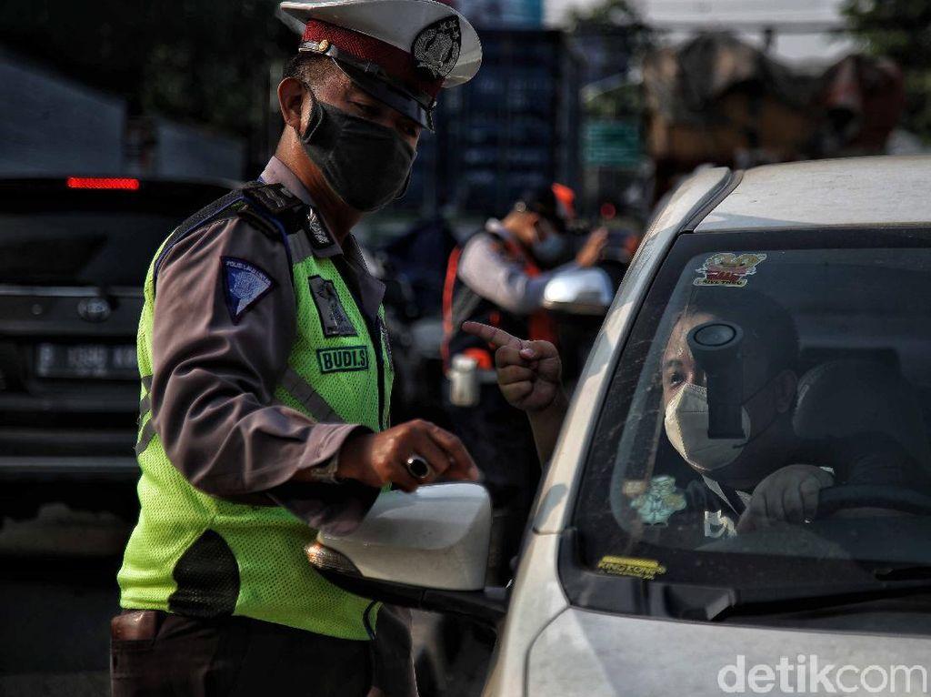 Polisi: Mobilitas Warga di 100 Titik Penyekatan DKI Turun hingga 50 Persen