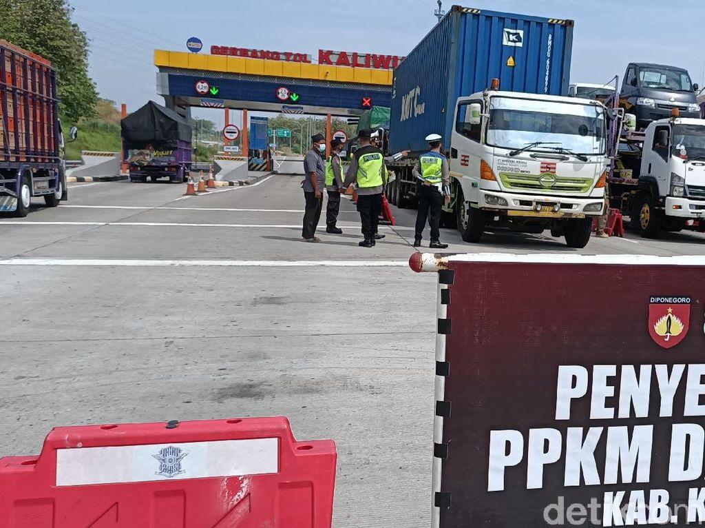Exit Tol Kaliwungu Dijaga Tim Gabungan, Seratusan Kendaraan Diputar Balik