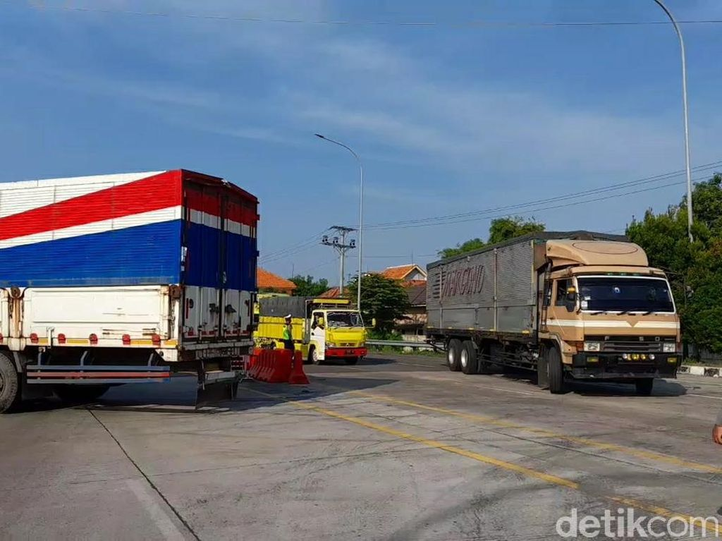 Hari Pertama Jateng Ditutup, Ratusan Kendaraan Diputar Balik di Brebes
