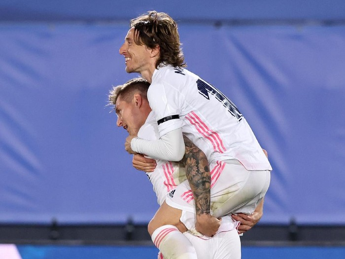 MADRID, SPAIN - APRIL 10: Toni Kroos of Real Madrid celebrates with team mate Luka Modric after scoring their sides second goal during the La Liga Santander match between Real Madrid and FC Barcelona at Estadio Alfredo Di Stefano on April 10, 2021 in Madrid, Spain. Sporting stadiums around Spain remain under strict restrictions due to the Coronavirus Pandemic as Government social distancing laws prohibit fans inside venues resulting in games being played behind closed doors.  (Photo by Angel Martinez/Getty Images)