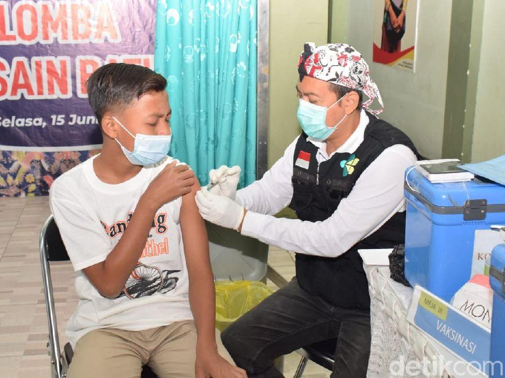 Vaksinasi Hari Ini Serbu Sekolah SD dan SMP di Lamongan