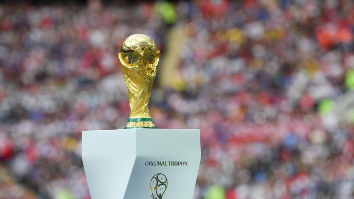 MOSCOW, RUSSIA - JULY 15:  The World Cup trophy is seen during closing ceremony prior to the 2018 FIFA World Cup Final between France and Croatia at Luzhniki Stadium on July 15, 2018 in Moscow, Russia.  (Photo by Shaun Botterill/Getty Images)
