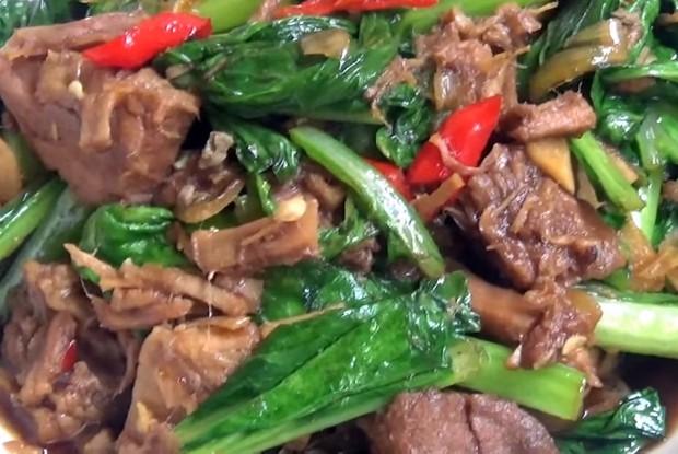 Resep tumis daging kurban sawi pedas enak dan lezat/ Foto: youtube.com/dapursyifa