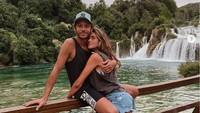 Lihat Lagi Liburan Terakhir Valentino Rossi Bareng Kekasih Sebelum Pensiun