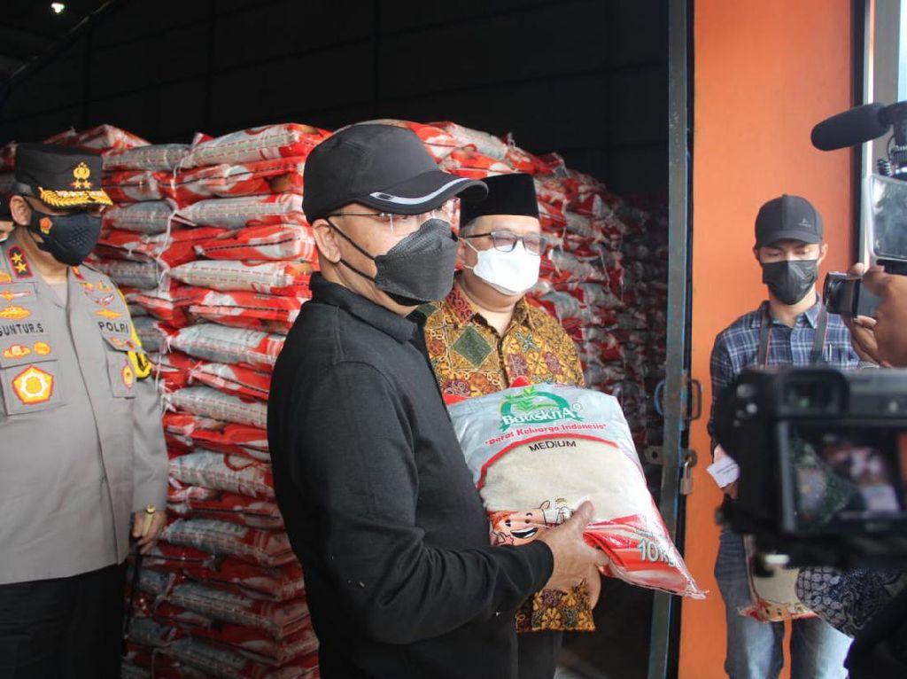 Bansos PPKM Darurat 1.226 Ton Beras Disalurkan ke Warga Bengkulu