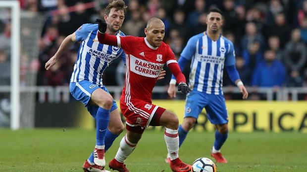 MIDDLESBROUGH, ENGLAND - JANUARY 27: Martin Braithwaite of Middlesbrough is challenged by Dale Stephens of Brighton and Hove Albion during The Emirates FA Cup Fourth Round match between Middlesbrough and Brighton at Riverside Stadium on January 27, 2018 in Middlesbrough, England.  (Photo by Nigel Roddis/Getty Images)
