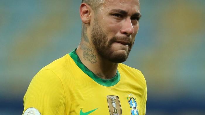 RIO DE JANEIRO, BRAZIL - JULY 10: Neymar Jr. of Brazil cries after losing the final of Copa America Brazil 2021 between Brazil and Argentina at Maracana Stadium on July 10, 2021 in Rio de Janeiro, Brazil. (Photo by Alexandre Schneider/Getty Images)