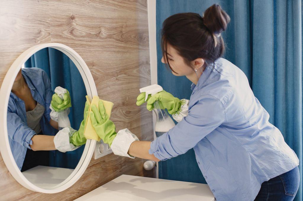 Perempuan Bersih-bersih