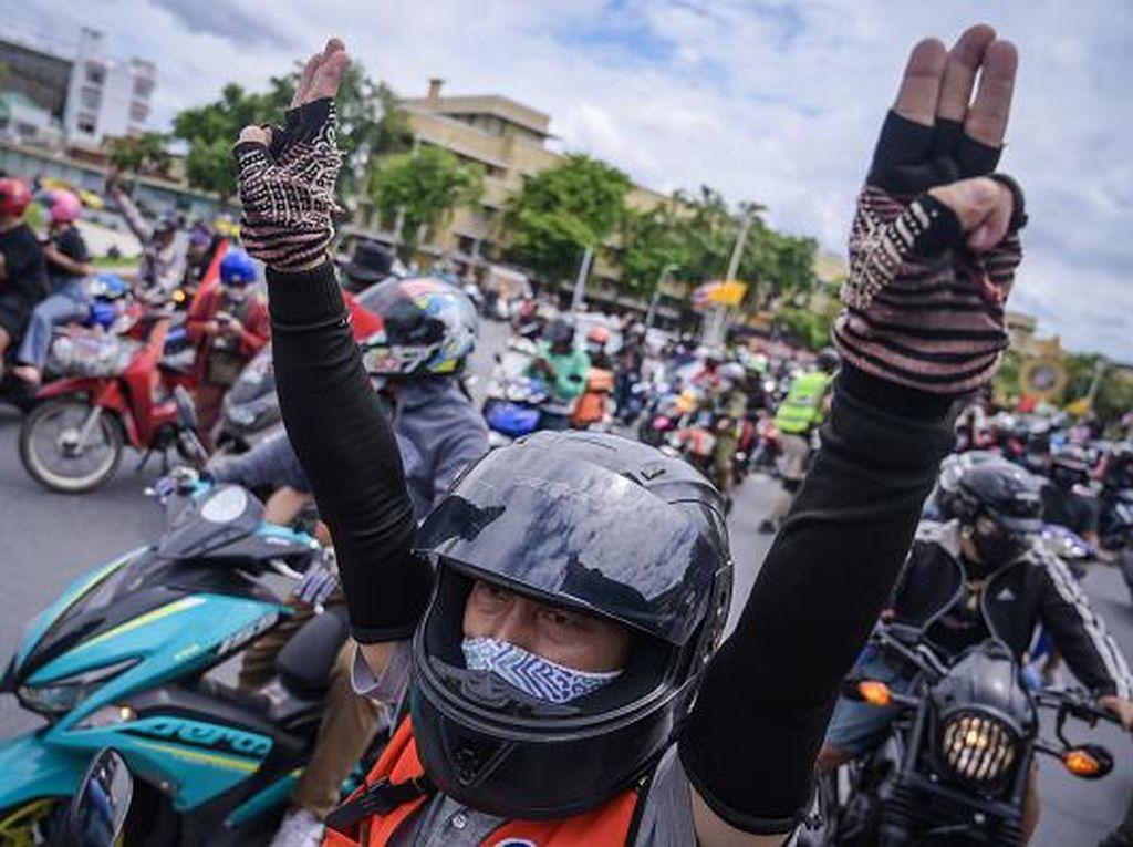 Tuntut PM Mundur, Warga Thailand Demo di Kala Lockdown
