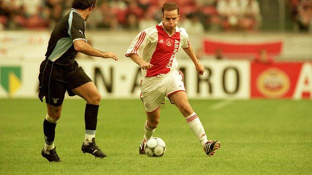 3 Aug 2000:  Andy van der Meyde of Ajax takes on the Lazio defence during the Pre-Season Friendly Tournament match at the Amsterdam ArenA, in Amsterdam, Holland. The match ended in a 0-0 draw.   Mandatory Credit: Shaun Botterill /Allsport