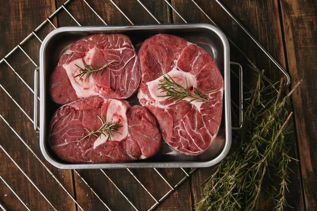 apabila kamu mengonsumsi daging terlalu banyak, maka akan menimbulkan dampak buruk bagi kesehatan