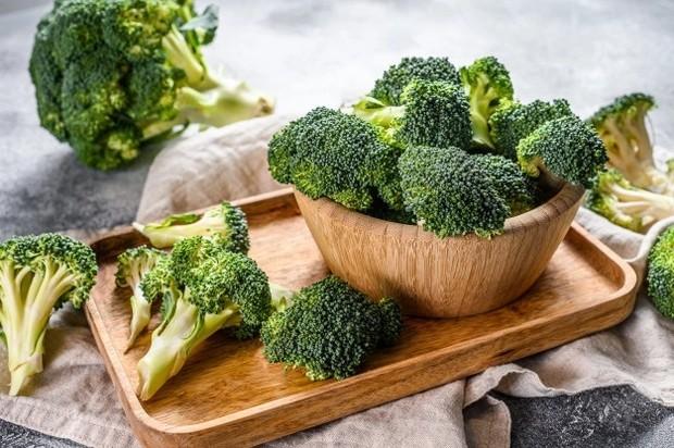Brokoli mengandung antioksidan yang baik untuk kulit berminyak/ Foto: Freepik.com