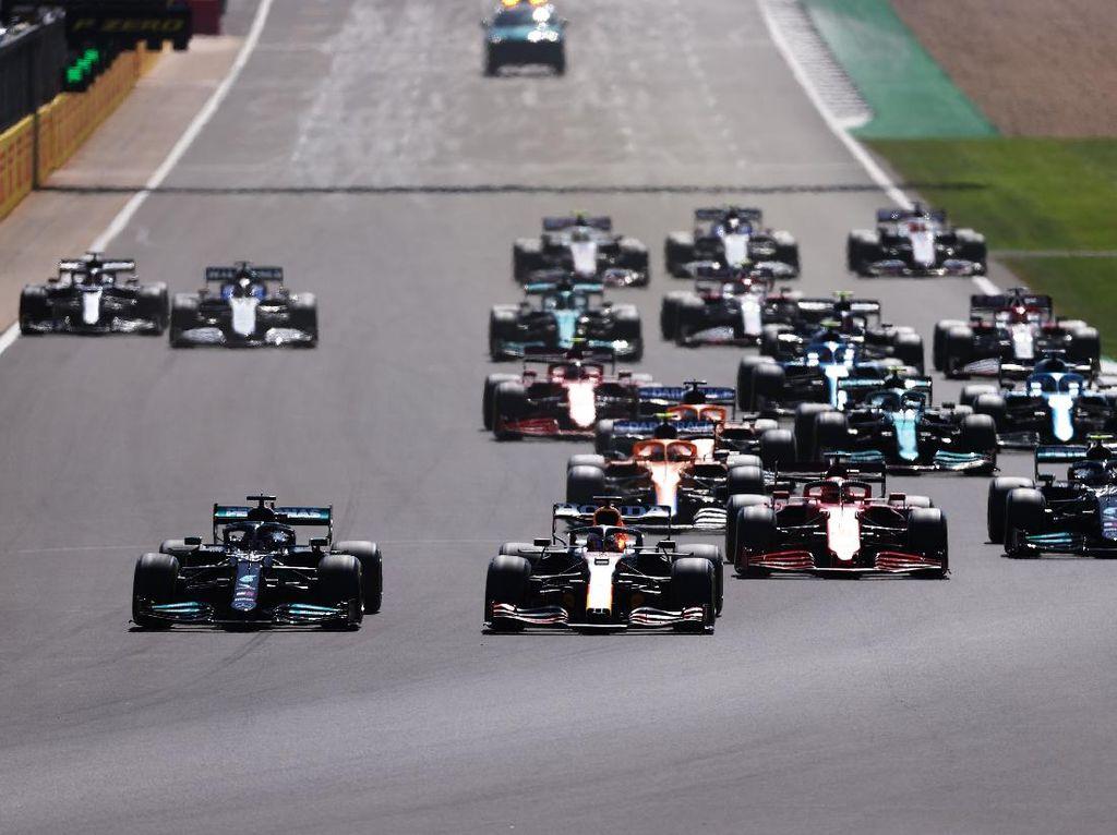 Bos Red Bull Kecam Aksi Hamilton yang Bikin Verstappen Celaka