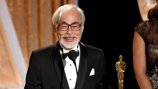 HOLLYWOOD, CA - NOVEMBER 08: Honoree Hayao Miyazaki accepts an honorary award onstage during the Academy Of Motion Picture Arts And Sciences' 2014 Governors Awards at The Ray Dolby Ballroom at Hollywood & Highland Center on November 8, 2014 in Hollywood, California.   Kevin Winter/Getty Images/AFP (Photo by KEVIN WINTER / GETTY IMAGES NORTH AMERICA / Getty Images via AFP)