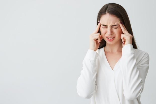 Salah satu bahaya makan daging terlalu banyak memang bisa menyebabkan sakit kepala